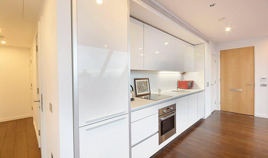 3 Bedrooms Flat for sale in Walworth Road, London, SE1