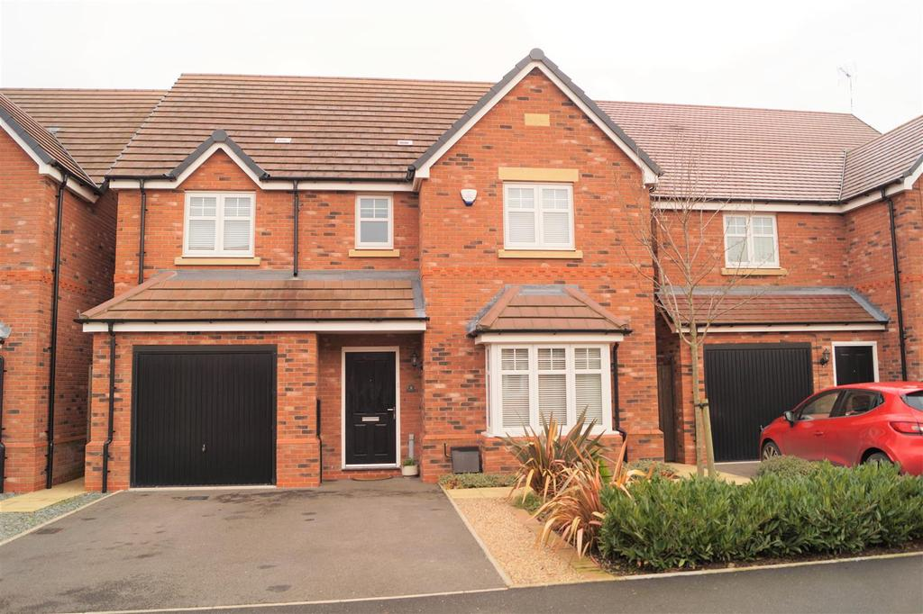 4 Bedrooms Detached House for sale in Bellerose Close, Bannerbrook Park Estate, Coventry