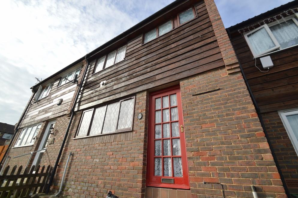 2 Bedrooms Terraced House for sale in Garland Road, Plumstead, London SE18
