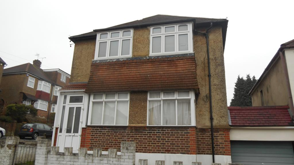 2 Bedrooms Flat for sale in Camden Road, Gillingham ME7