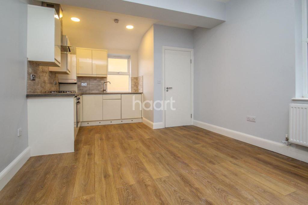 4 Bedrooms Maisonette Flat for sale in Garratt Lane, London