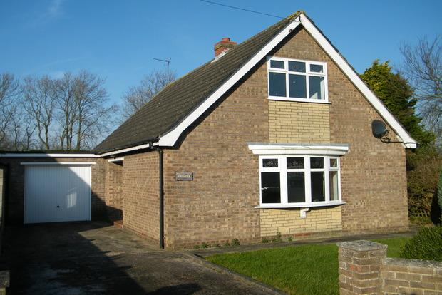 3 Bedrooms Detached Bungalow for sale in Chapel Lane, Utterby, Louth, LN11