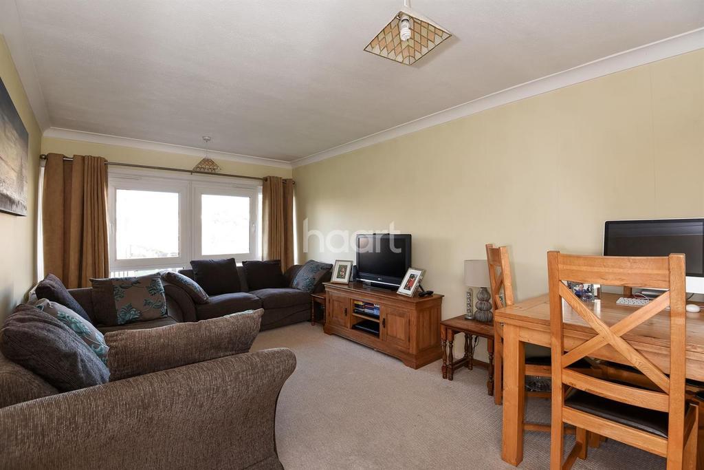 2 Bedrooms Flat for sale in Farnham Gardens, Raynes Park SW20