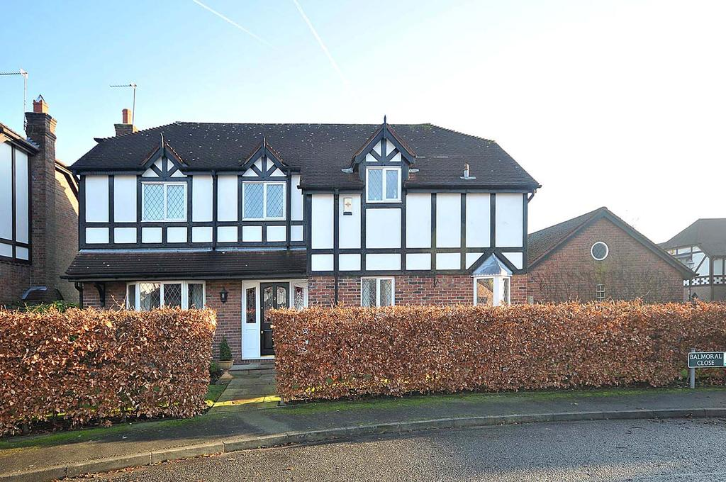 4 Bedrooms Detached House for sale in Balmoral Close, Knutsford