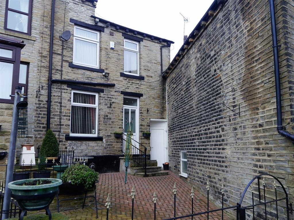 2 Bedrooms Terraced House for sale in Back Richardson Street, Oakenshaw, Bradford