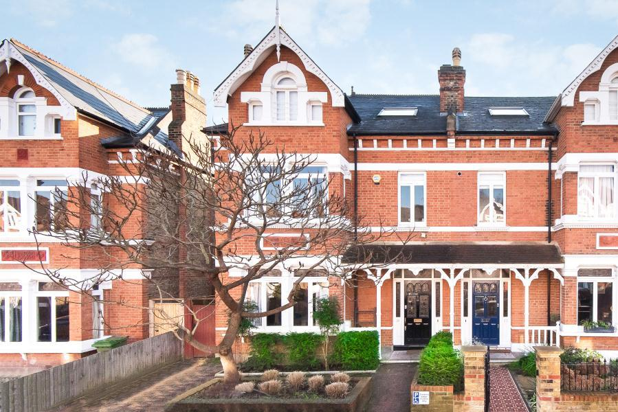 5 Bedrooms Semi Detached House for sale in St Stephens Gardens, St Margarets, TW1