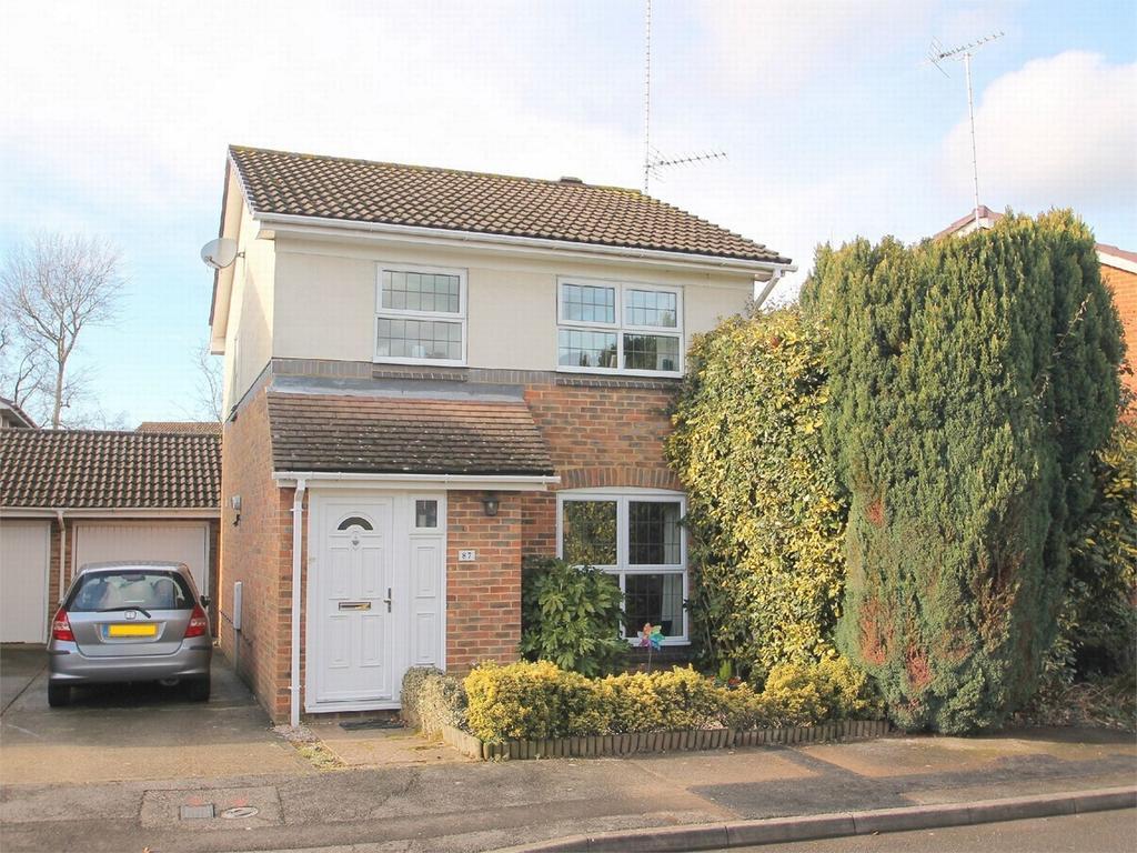 3 Bedrooms Detached House for sale in Lightwater, Surrey
