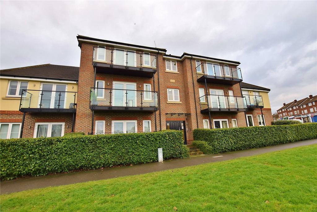 2 Bedrooms Apartment Flat for sale in Otter Place, Park Avenue, North Bushey, Hertfordshire, WD23