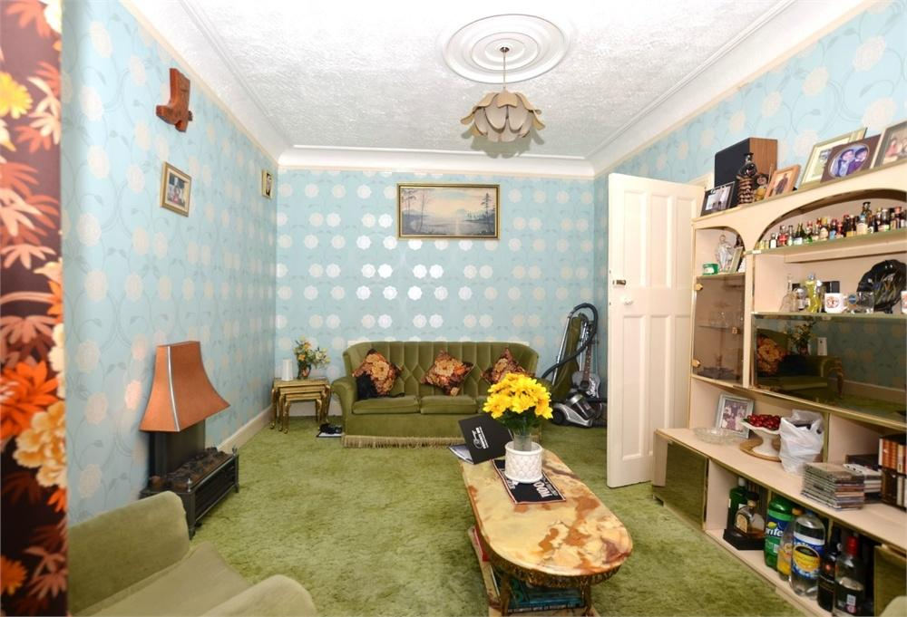 3 Bedrooms Terraced House for sale in Lonsdale Avenue, Wembley, Greater London