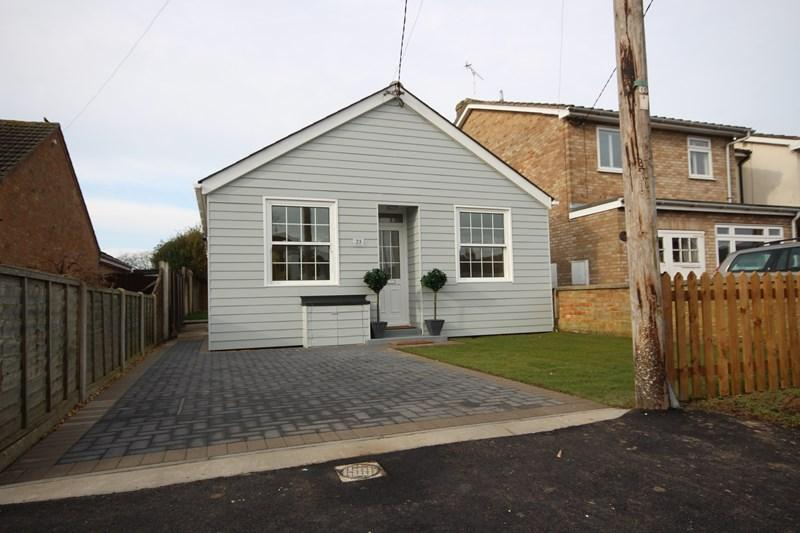 2 Bedrooms Detached Bungalow for sale in St. Clairs Road, St Osyth