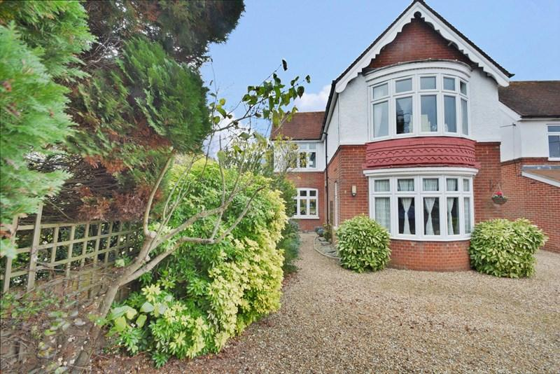 4 Bedrooms Detached House for sale in Weyhill Road, Andover