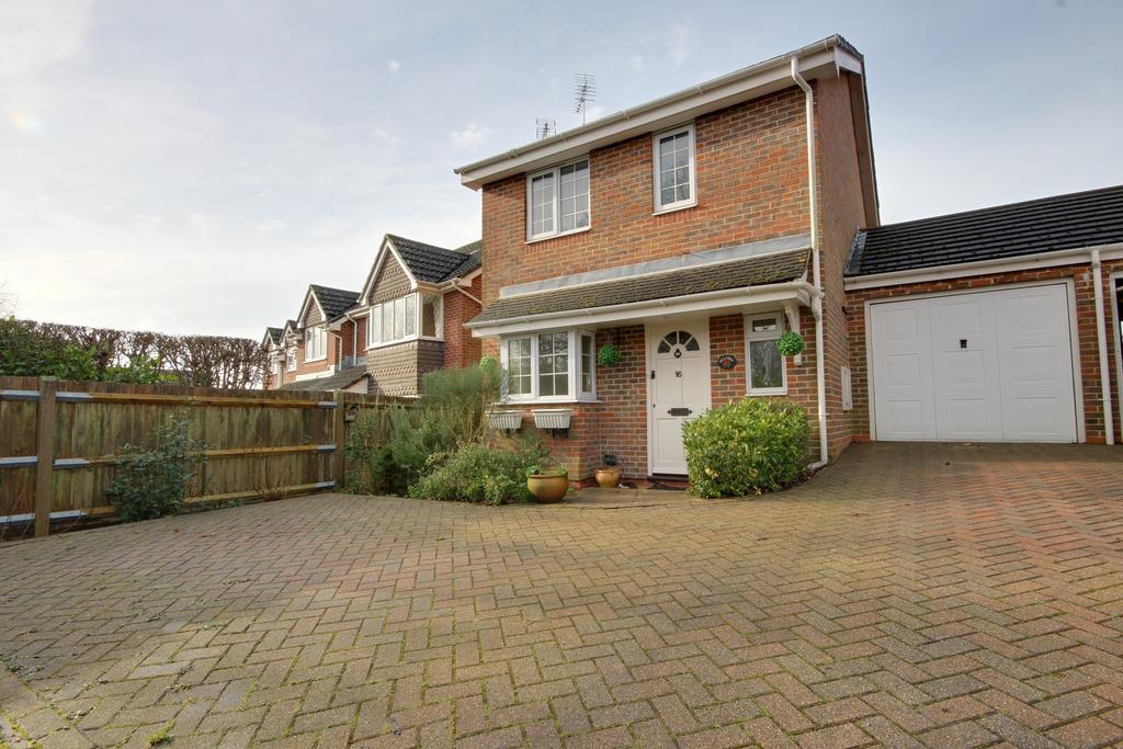 3 Bedrooms Link Detached House for sale in HORNDEAN