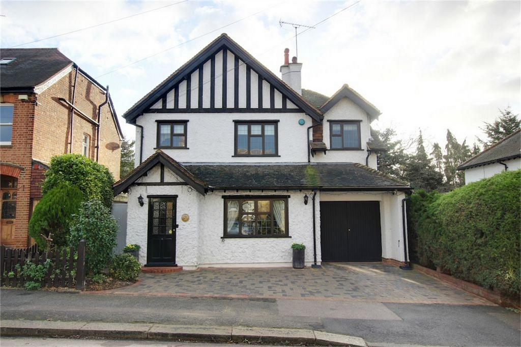 4 Bedrooms Detached House for sale in The Uplands, Loughton, Essex