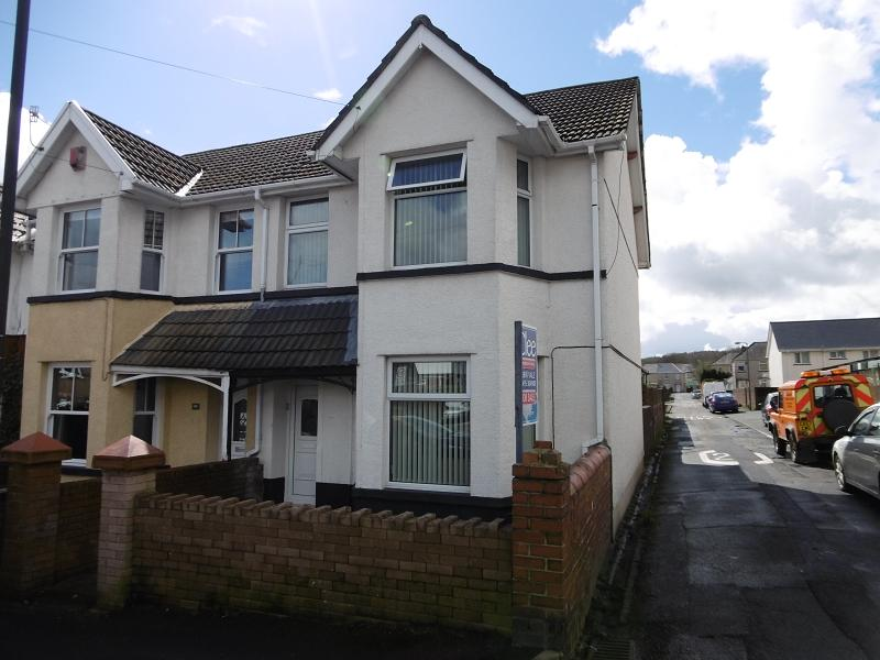 3 Bedrooms End Of Terrace House for sale in Badminton Grove, Ebbw Vale, Blaenau Gwent.