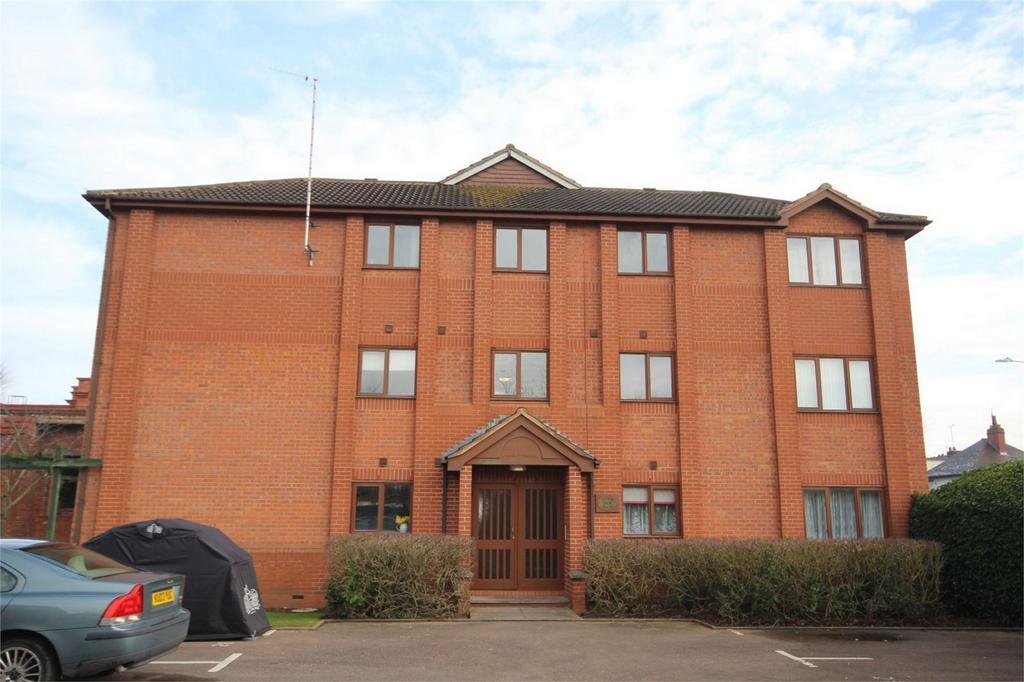 2 Bedrooms Flat for sale in Gillett Close, Nuneaton, Warwickshire