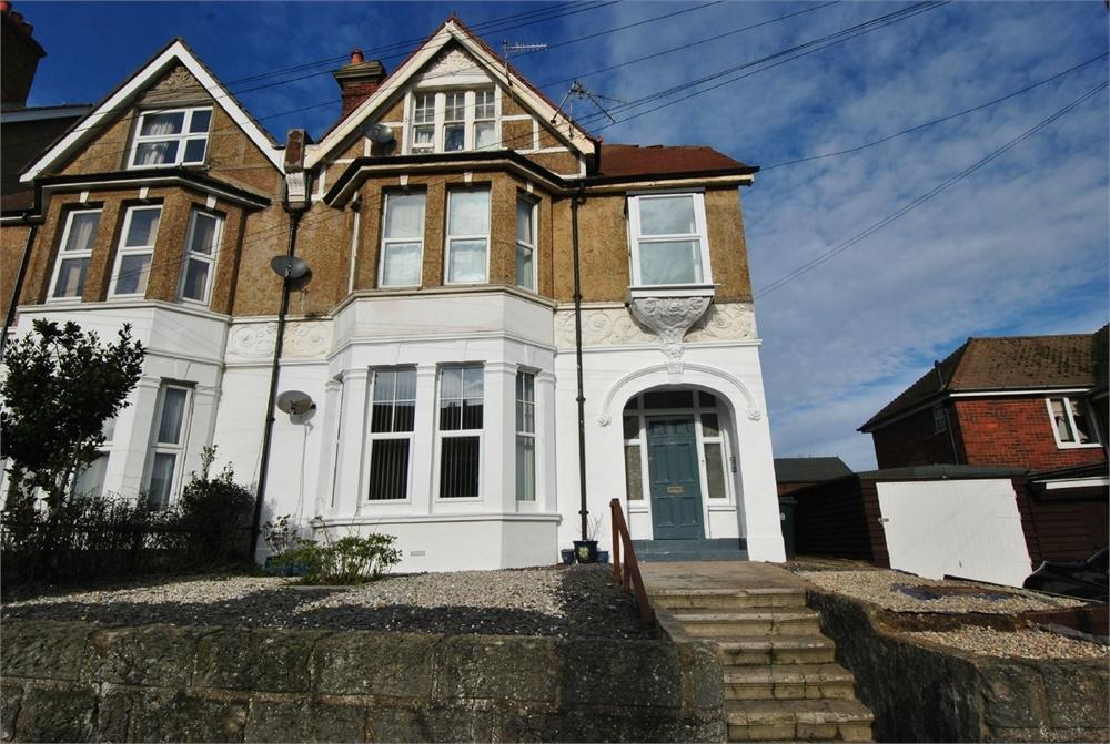 3 Bedrooms Flat for sale in Magdalen Road, BEXHILL-ON-SEA, East Sussex