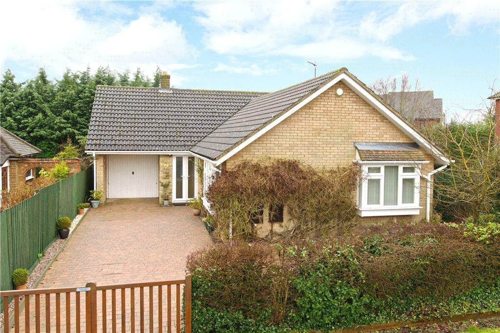 3 Bedrooms Detached Bungalow for sale in Hookhams Path, Wollaston, Northamptonshire