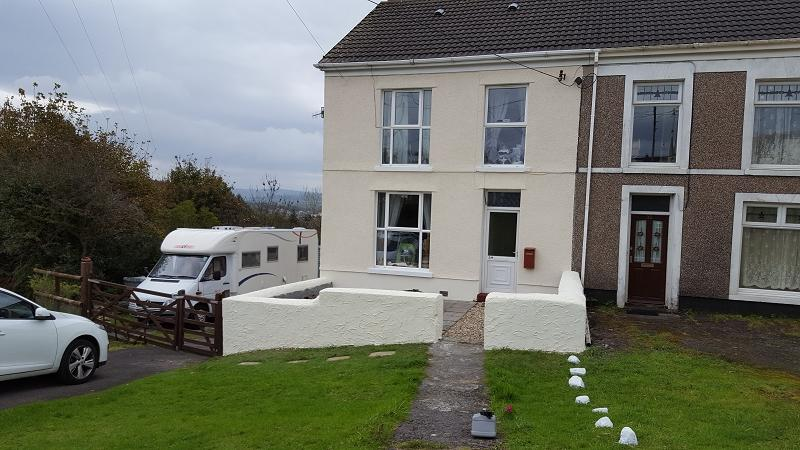 3 Bedrooms Semi Detached House for sale in Brynbrain Road, Cwmllynfell, Swansea.