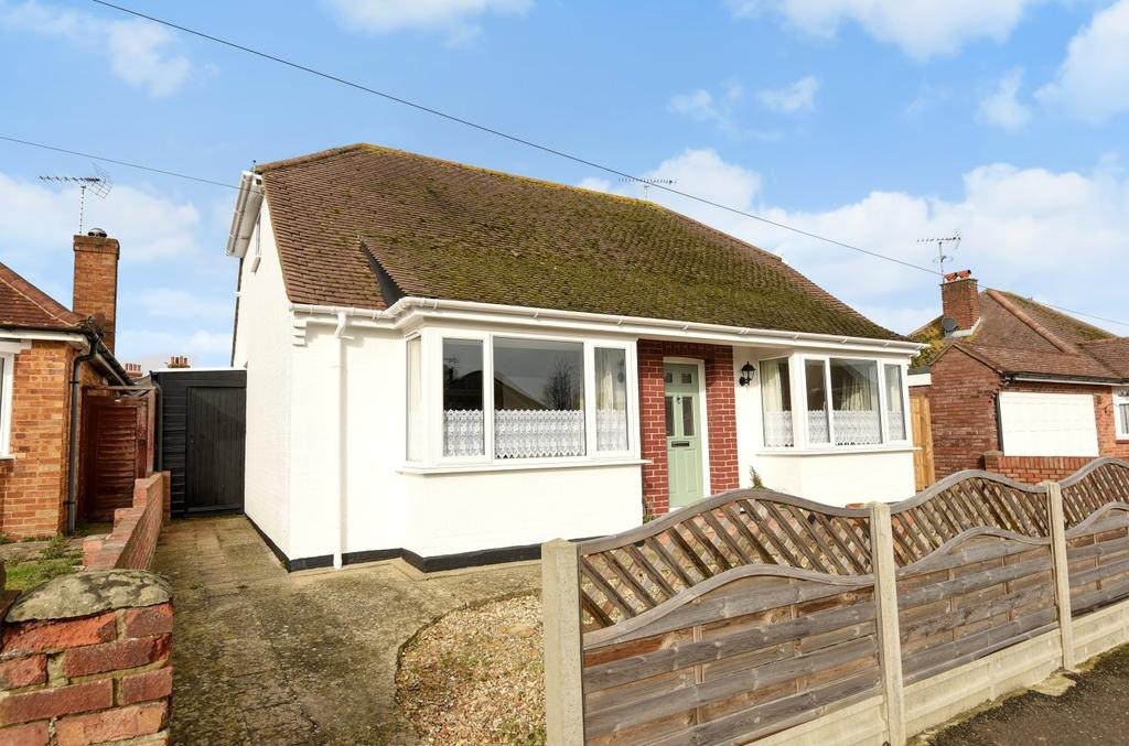 2 Bedrooms Detached Bungalow for sale in Highcroft Avenue, Bognor Regis, PO22