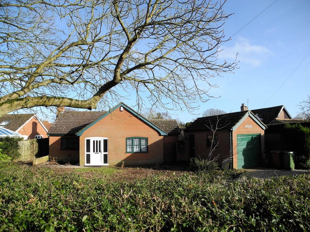 3 Bedrooms Detached Bungalow for sale in Low Road, Thurlton