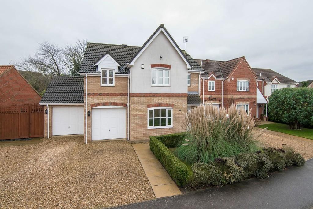 4 Bedrooms Detached House for sale in Grove Gardens, Elm, Wisbech