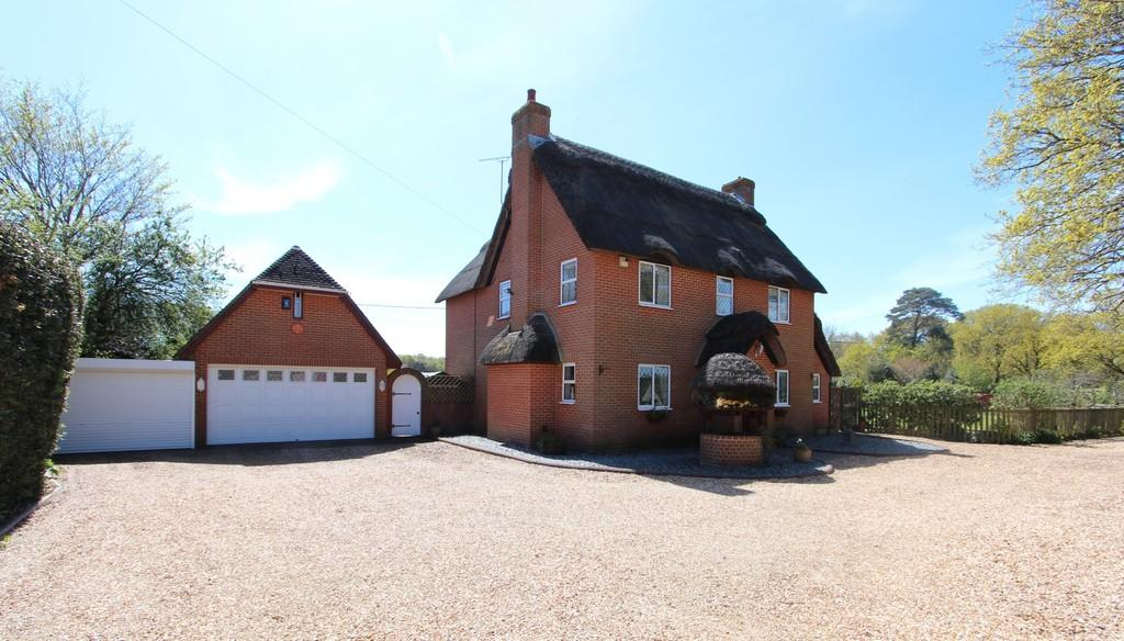 5 Bedrooms Detached House for sale in HINTON