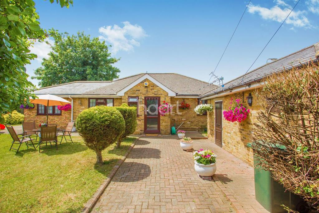 4 Bedrooms Bungalow for sale in South Hayes