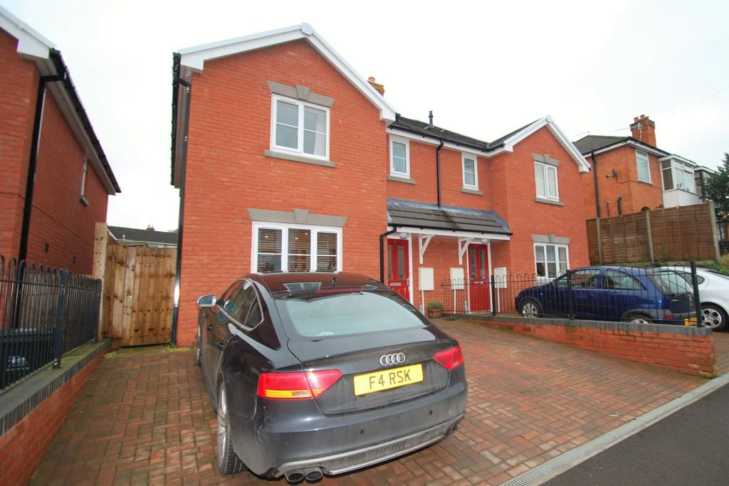 3 Bedrooms Semi Detached House for sale in Belmont Road, MALVERN LINK