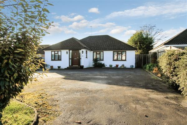 3 Bedrooms Bungalow for sale in Liphook Road, Lindford, Lindford