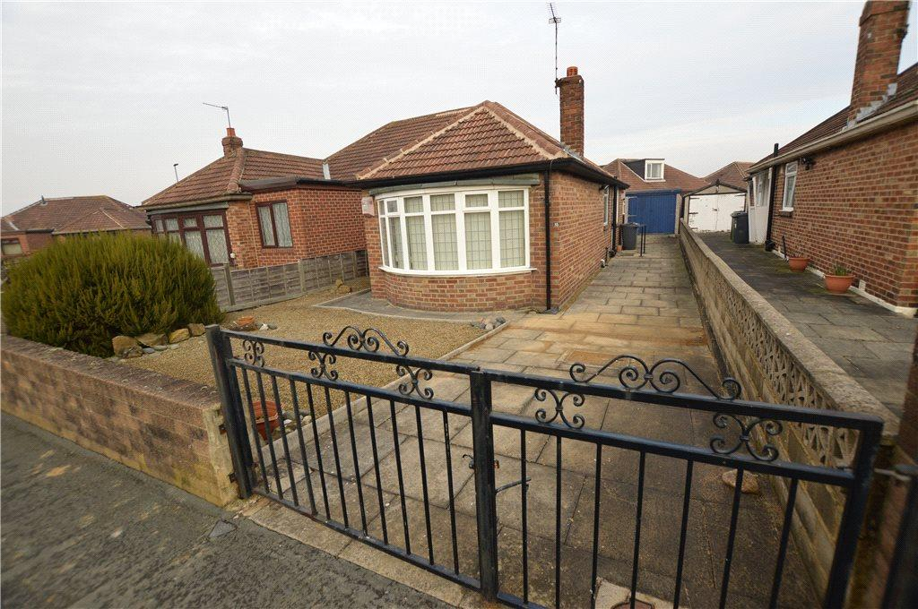 2 Bedrooms Semi Detached Bungalow for sale in Kennerleigh Avenue, Leeds, West Yorkshire