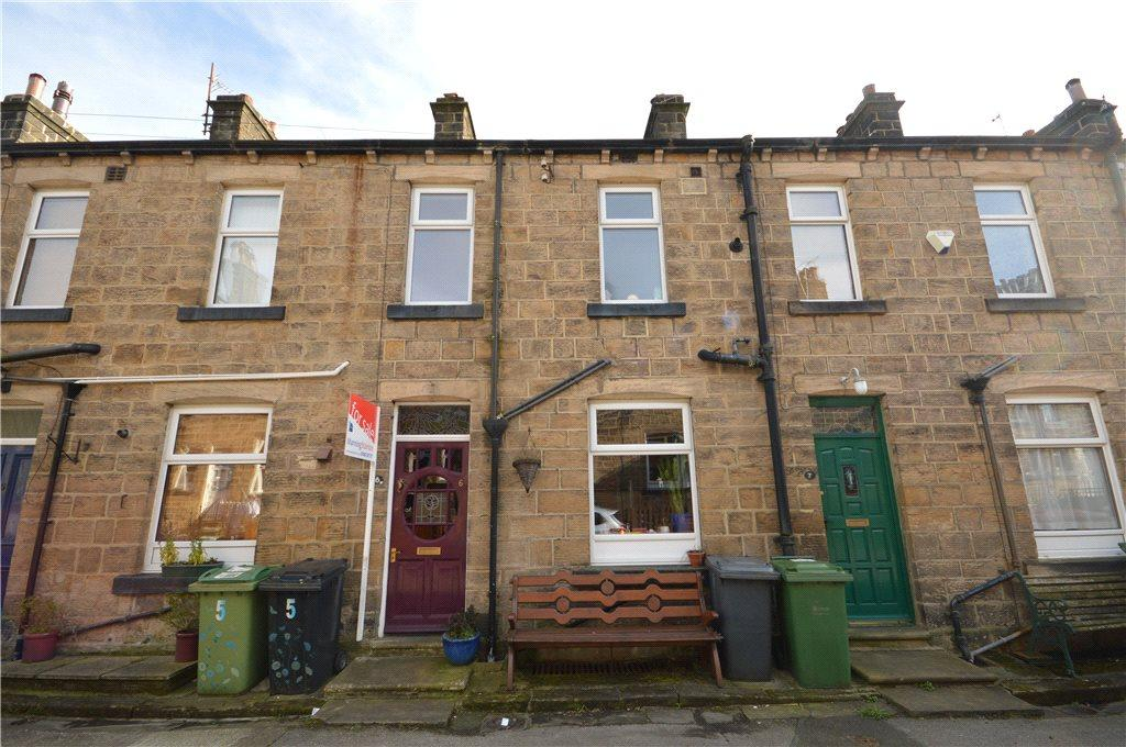 3 Bedrooms Terraced House for sale in South View, Guiseley, Leeds, West Yorkshire