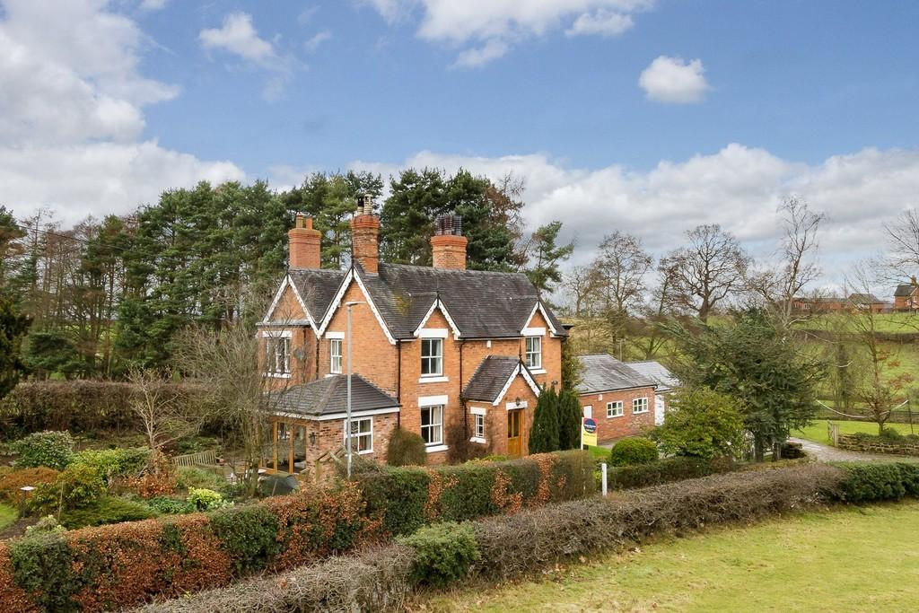 4 Bedrooms Detached House for sale in Brook House, Bunbury, CW6 9PE