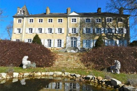 6 bedroom house  - Historic Chateau, North Of Pau, Pyrenees Atlantiques