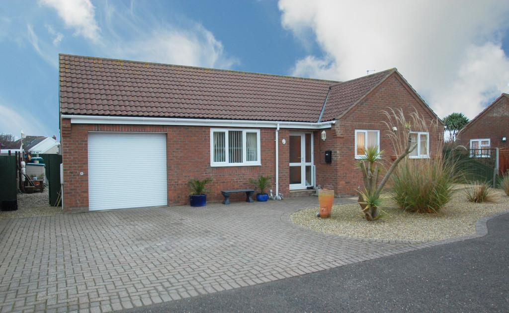 2 Bedrooms Detached Bungalow for sale in The Cedars, Poplar Drive
