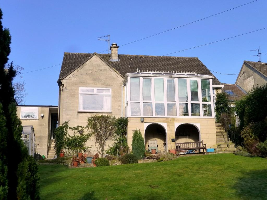 3 Bedrooms Detached Bungalow for sale in Woolley Street, Bradford-On-Avon