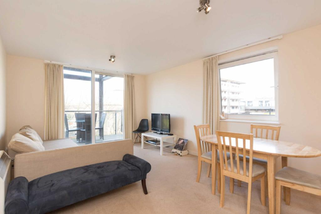 2 Bedrooms Apartment Flat for sale in Berglen Court, E14