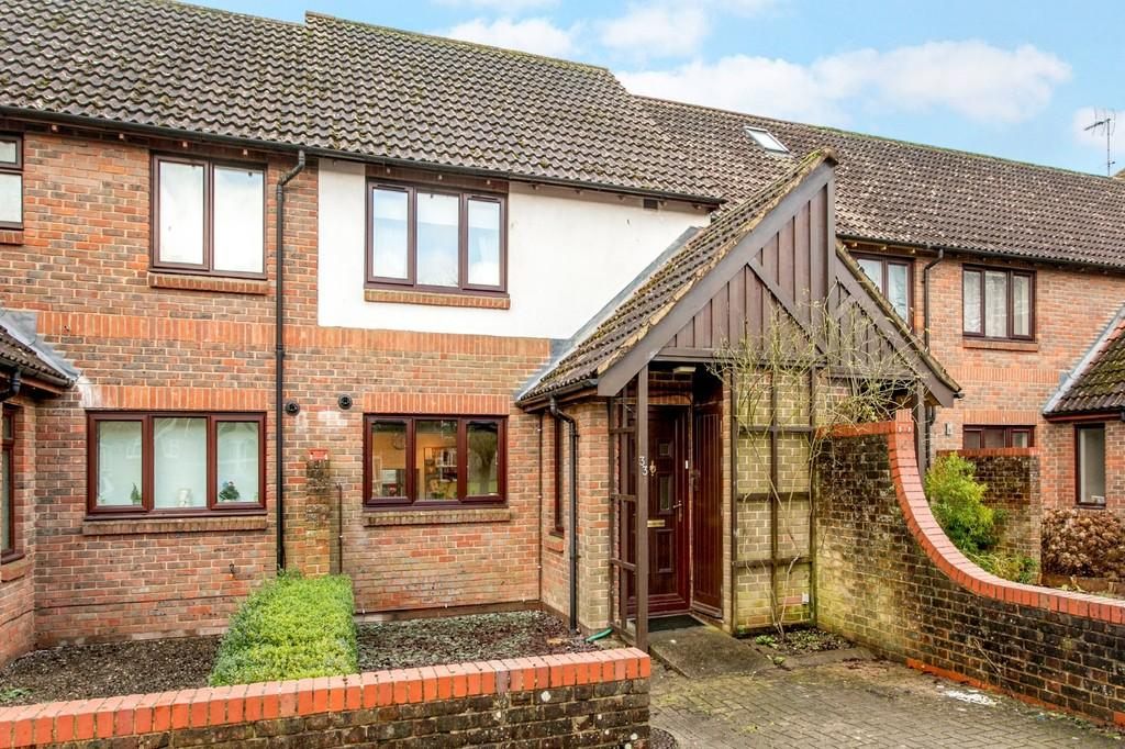 2 Bedrooms Terraced House for sale in Milland Road, Winchester, SO23