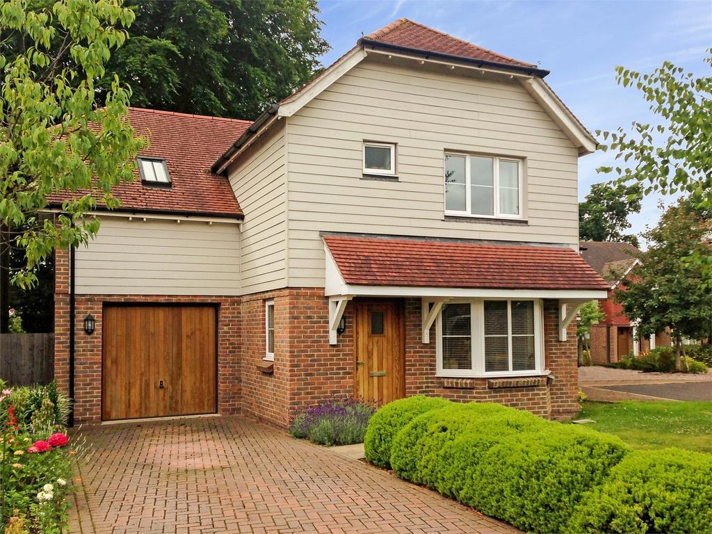 4 Bedrooms Detached House for sale in Bluebell Gardens, MEDSTEAD, Hampshire
