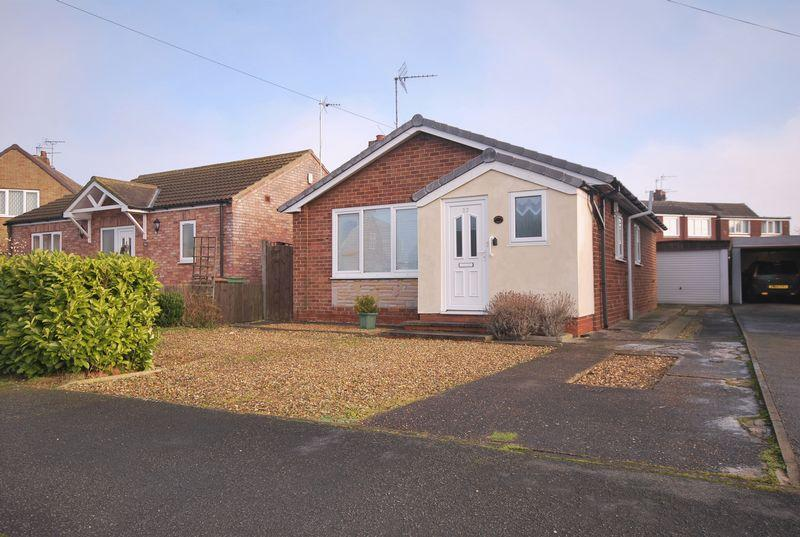 2 Bedrooms Detached Bungalow for sale in Chestnut Avenue, Beverley