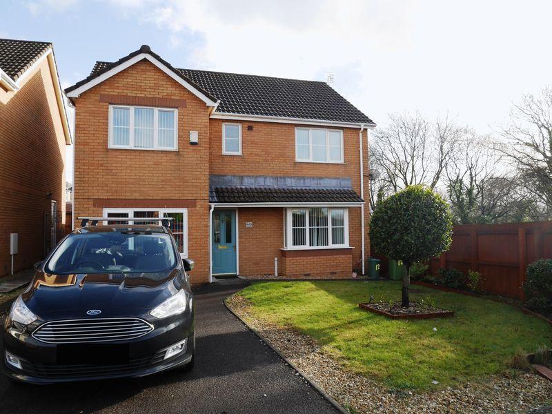4 Bedrooms Detached House for sale in St James Mews, Llanharan CF72 9UF