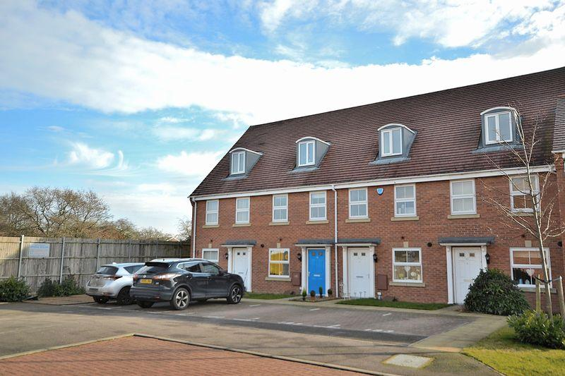 3 Bedrooms Terraced House for sale in Blenheim Road, Leighton Buzzard