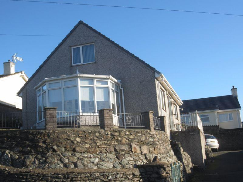 3 Bedrooms Detached House for sale in Penybonc, Amlwch