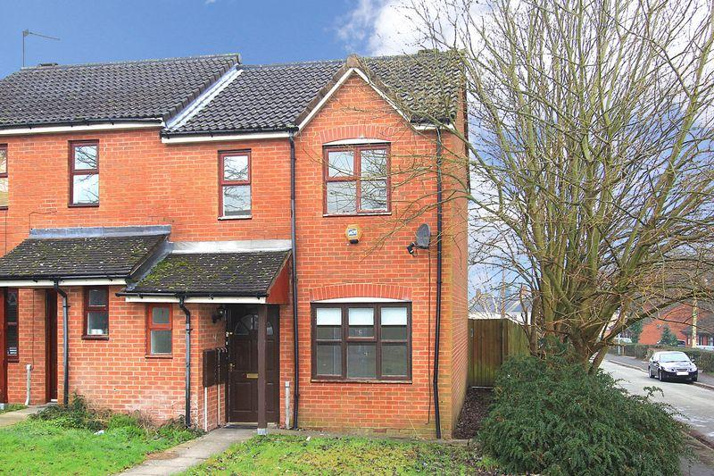 3 Bedrooms Semi Detached House for sale in WOMBOURNE, Dingle Road