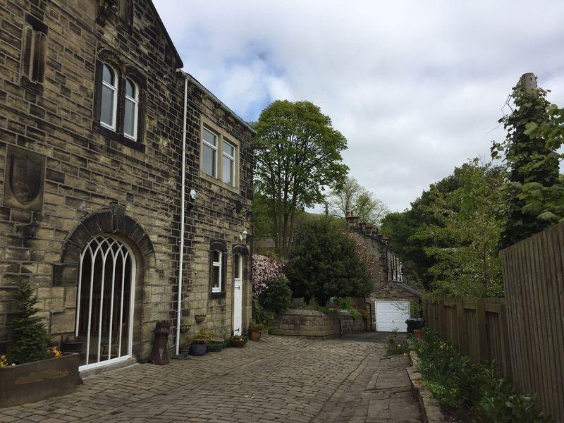 4 Bedrooms Semi Detached House for sale in Midgley Road, Mytholmroyd, Hebden Bridge
