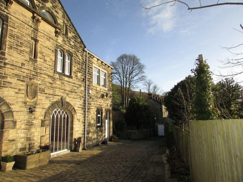 4 Bedrooms Semi Detached House for sale in Midgley Road, Mytholmroyd, Hebden Bridge
