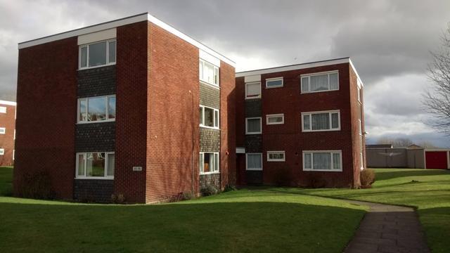 2 Bedrooms Apartment Flat for sale in Two Bedroom, First Floor Apartment, Holly Park Drive, Erdington, Birmingham, B24 9QL