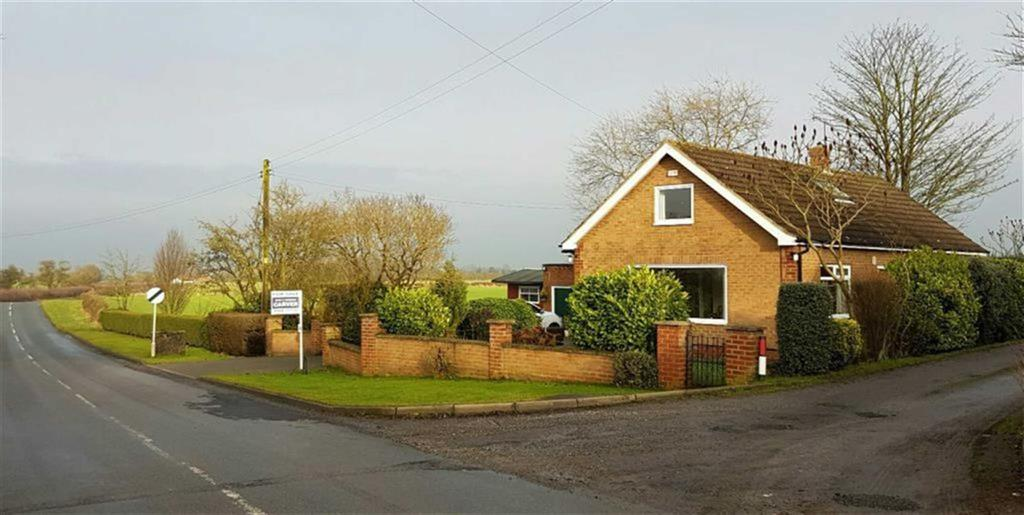 3 Bedrooms Detached Bungalow for sale in Hornby Road, Northallerton, North Yorkshire