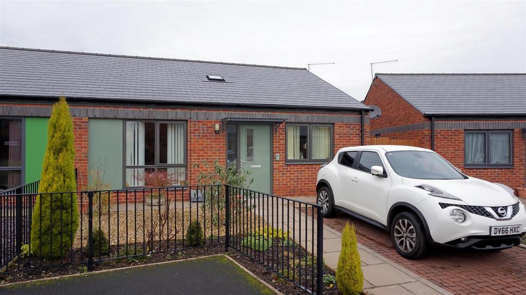2 Bedrooms Semi Detached Bungalow for sale in Woodcastle Crescent, Chesterton, Newcastle