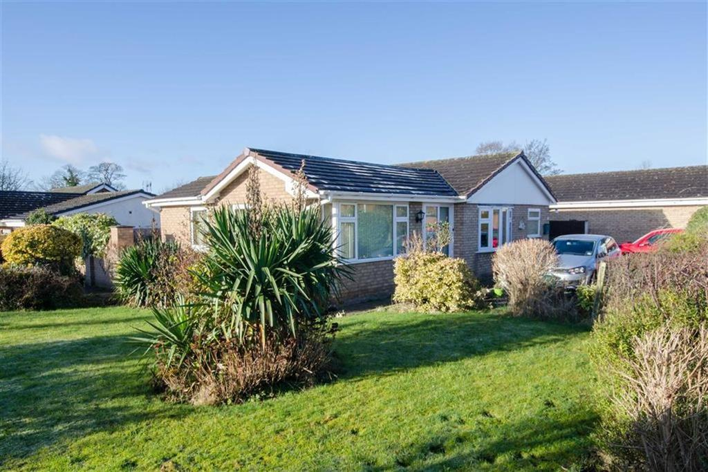 3 Bedrooms Detached Bungalow for sale in Fairoaks Crescent, Llay, Wrexham