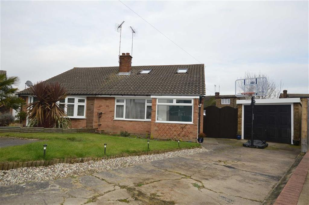 4 Bedrooms Chalet House for sale in The Bramleys, Rochford, Essex